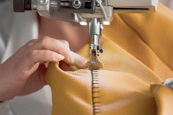 I divani Calia Italia: taglio e cucito